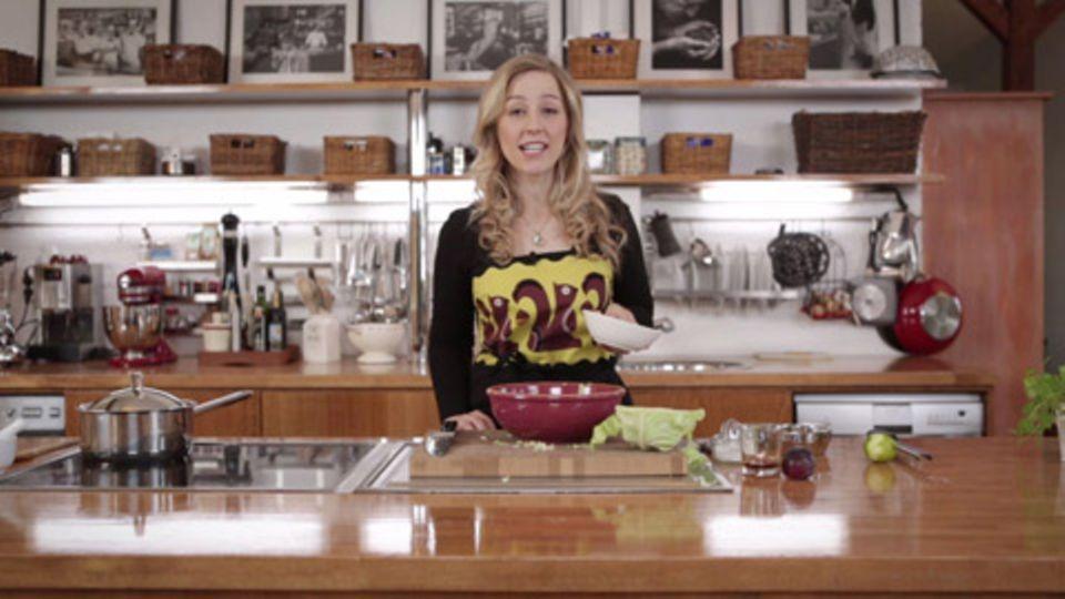 Linsen-Dal mit mariniertem Spitzkohl von Nicole Just