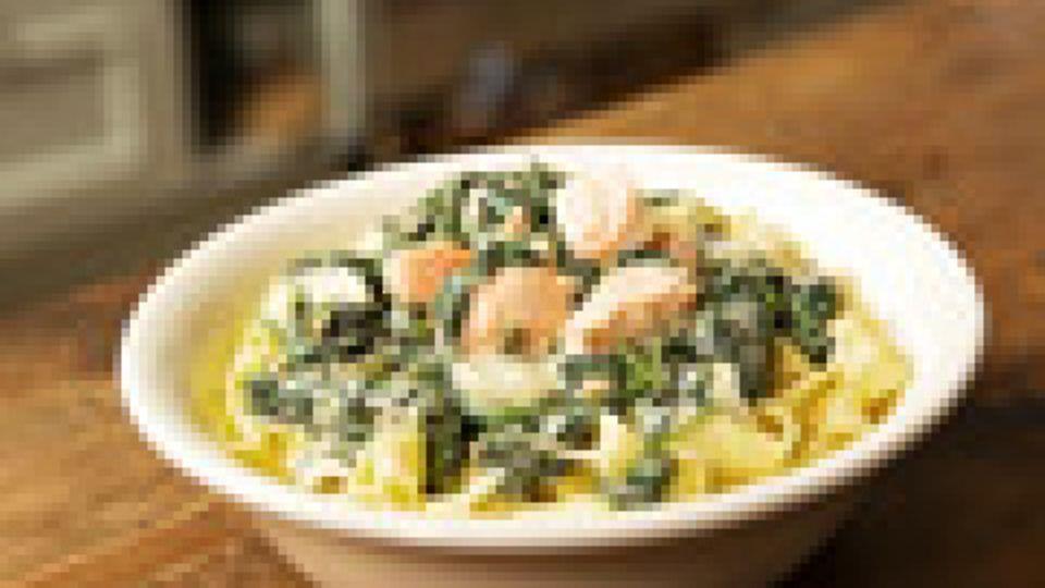 Rezept für Bandnudeln mit frischem Spinat und Lachs