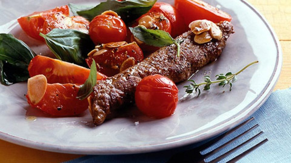 Lammfilets mit lauwarmem Tomatensalat