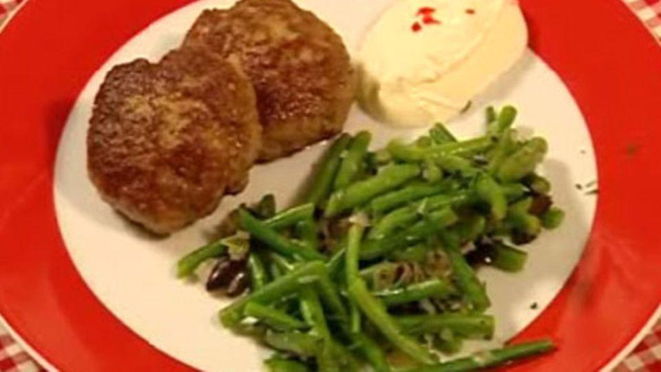 Lamm-Frikadellen mit Bohnensalat