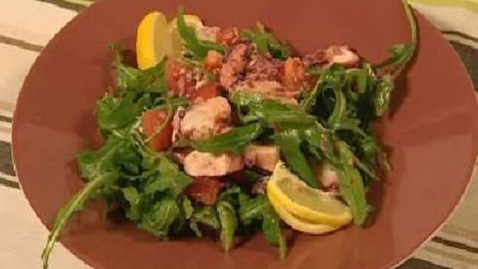 Tomatensalat mit Tintenfisch