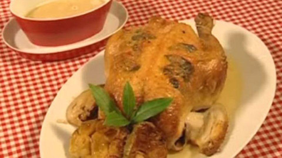 Salbei-Poularde mit Knoblauchsauce