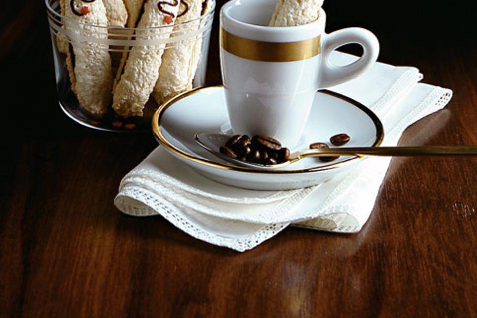 Kokosstangen mit Kaffee