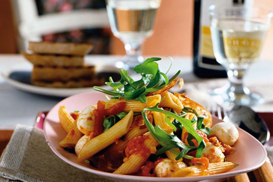Penne mit Tomaten und Mozzarella