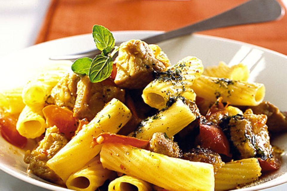 Tortiglioni mit Datteln und Kalbsragout