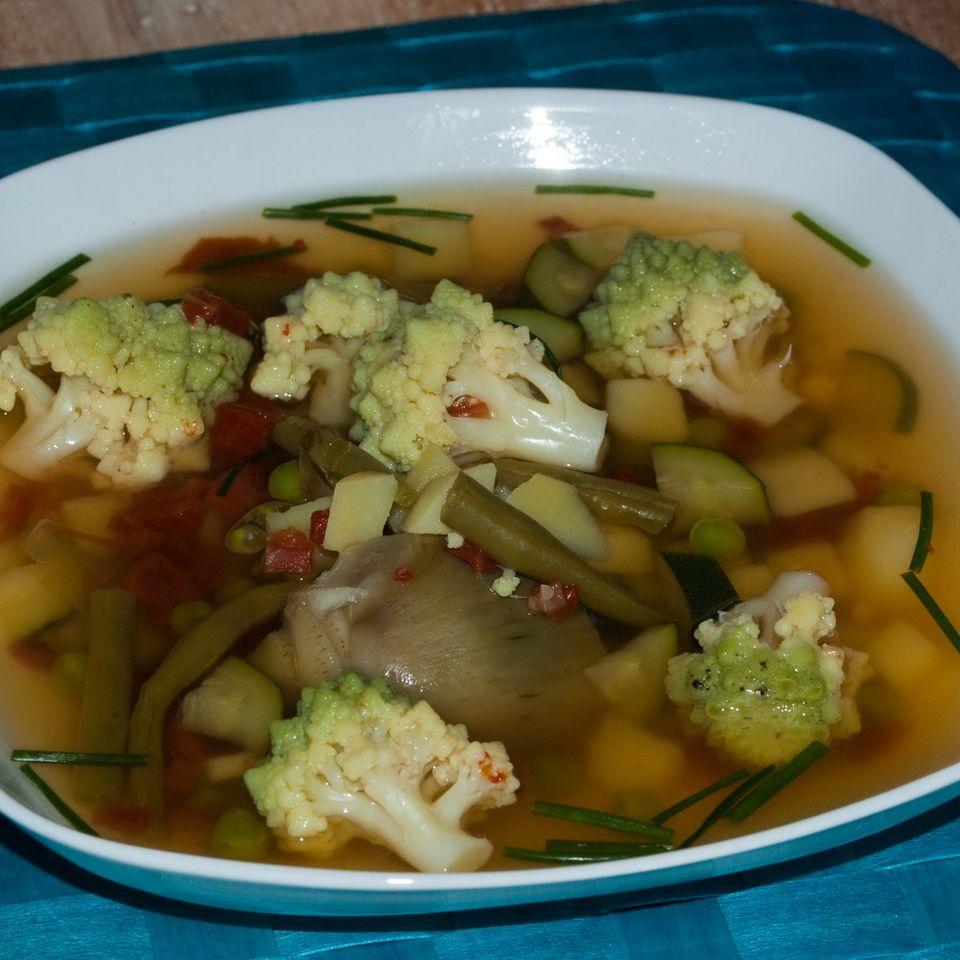 Gemüsetopf mit Kapernpesto