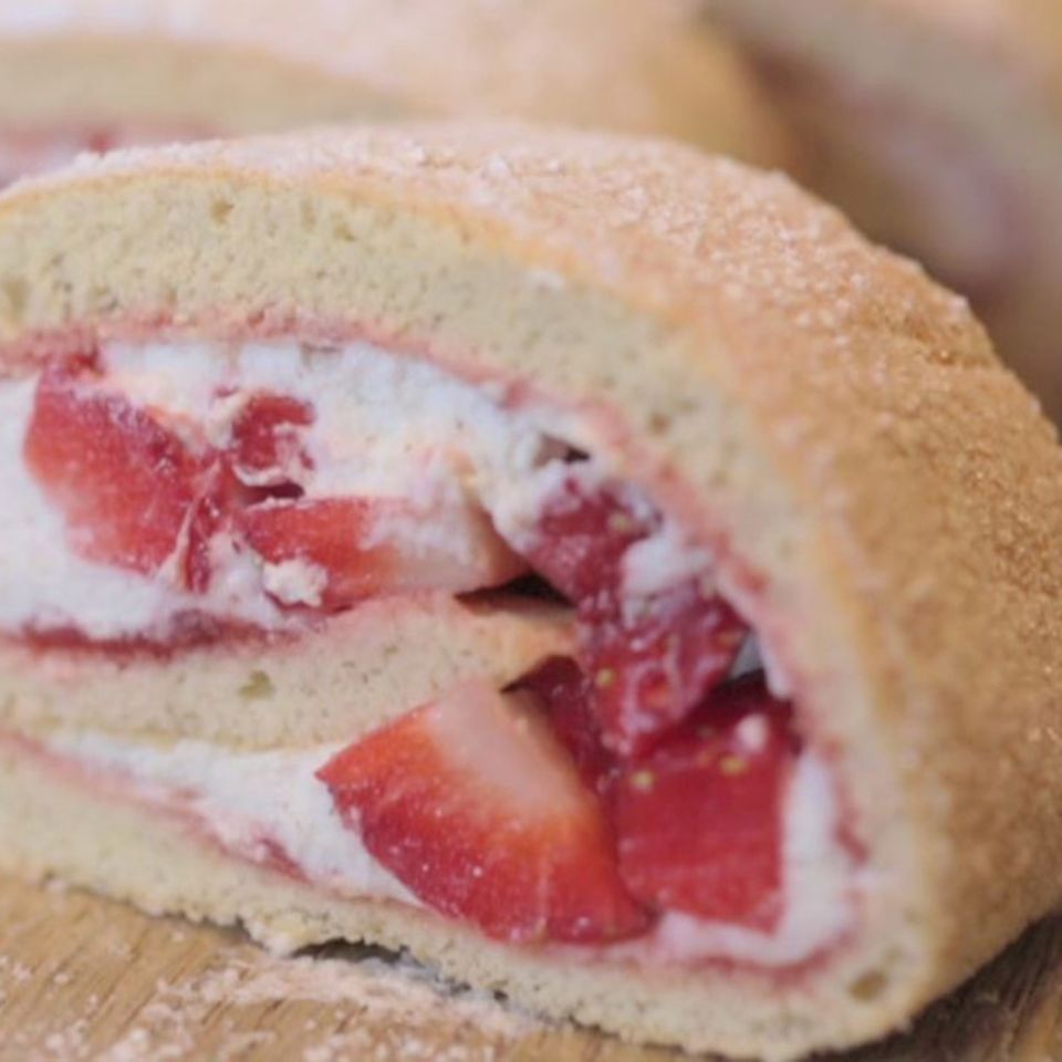 Rezept für Biskuitrolle mit Erdbeeren