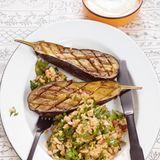 Gebackene Auberginen mit Bulgur-Salat