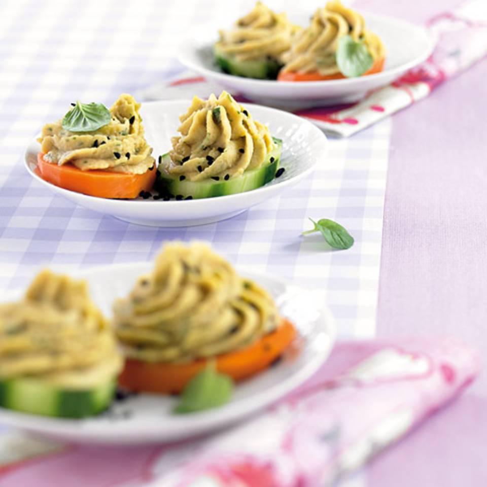 Kichererbsencreme auf Gemüsetalern Rezept