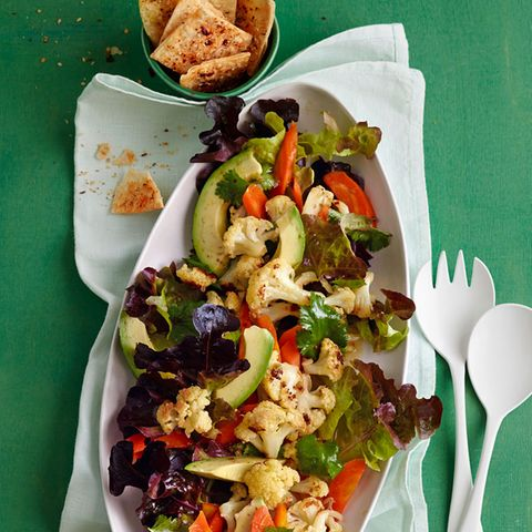 Blumenkohl-Avocado-Salat mit Tortilla-Chips