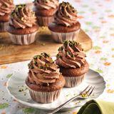 Schoko-Birnen-Cupcakes mit Haselnuss-Ganache