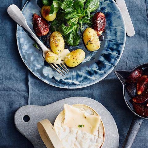 Vacherin mit Feldsalat und Feigen