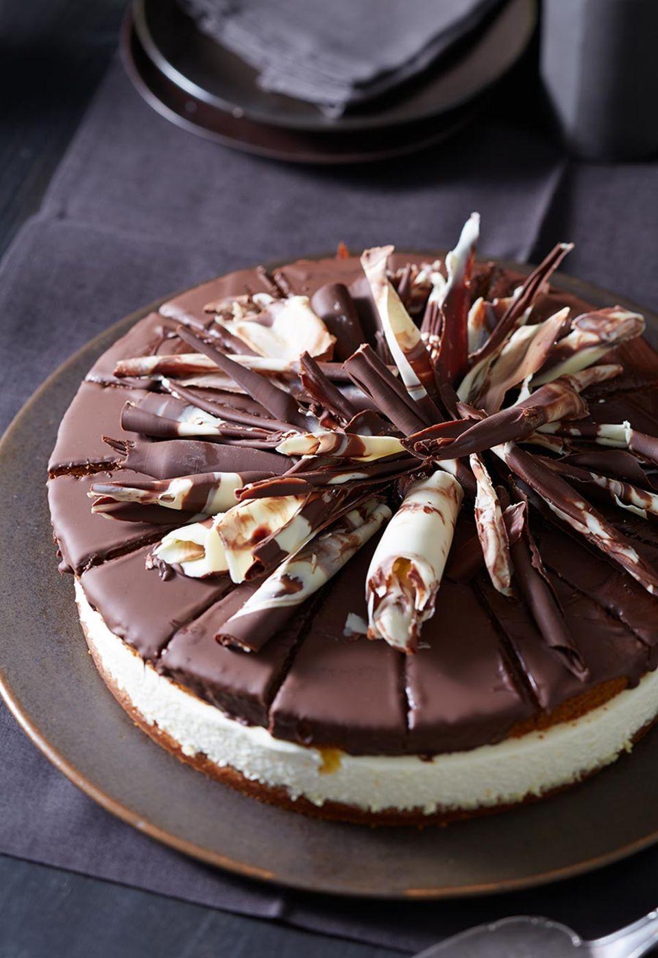 Prachtexemplar und Geschmackssensation in einem: Die Honigkuchen-Orangen-Torte mit Mascarpone und Schokolade überzeugt auf ganzer Linie.