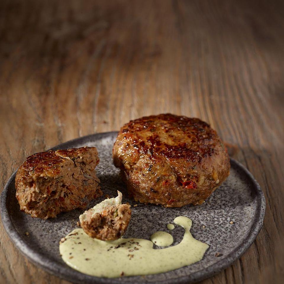 Tomaten-Bulette mit Feta-Creme