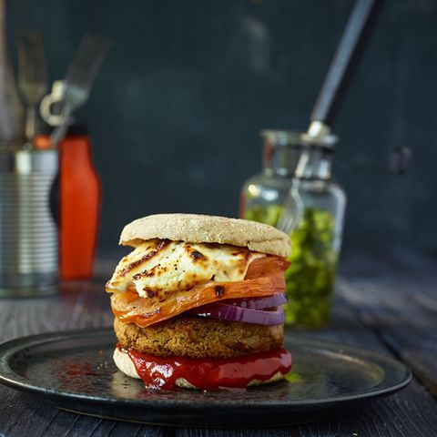 Linsen-Burger mit Gurkensalat