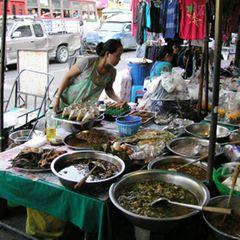 Typisch für Thailand: die Garküchen