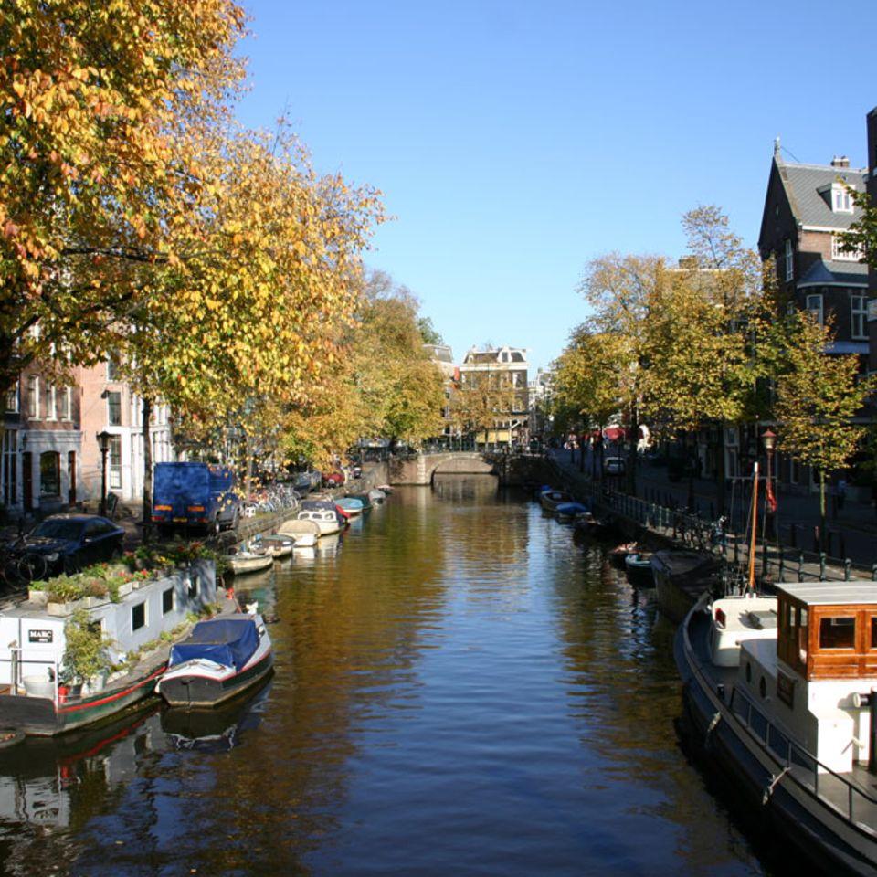 """Typisch Amsterdam: Die vielen Kanäle wie hier die """"Herengracht"""""""
