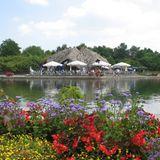 Café im Garten und am See