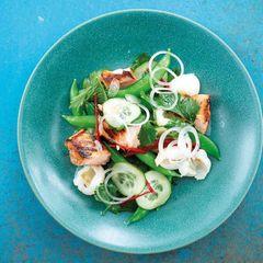"""Salat mit Knusperlachs: Rezept von Bill Granger aus """"Easy Asia"""""""