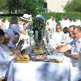 Freunde, Bekannte und Familie - Beim weißen Dinner ist jeder herzlich willkommen! Weißes Dinner