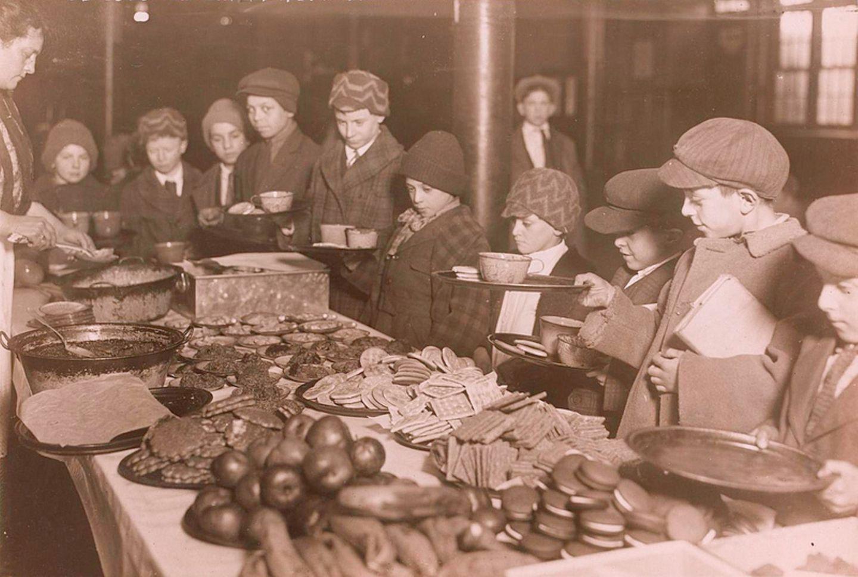 Mittagessen in der Schule 1919
