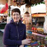 Claudia Muir auf dem Markt