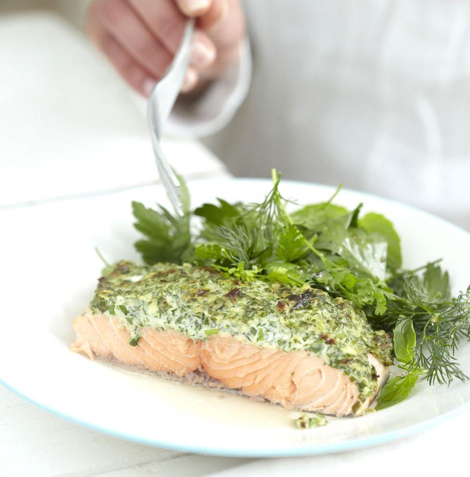 Lachs versorgt den Körper mit wertvollen Omega-3-Fettsäuren