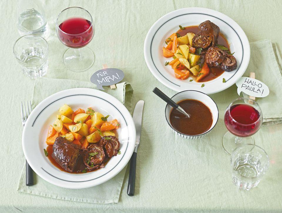 Rinderroulade: zart geschmortes Fleisch, Gemüse und würzige Sauce