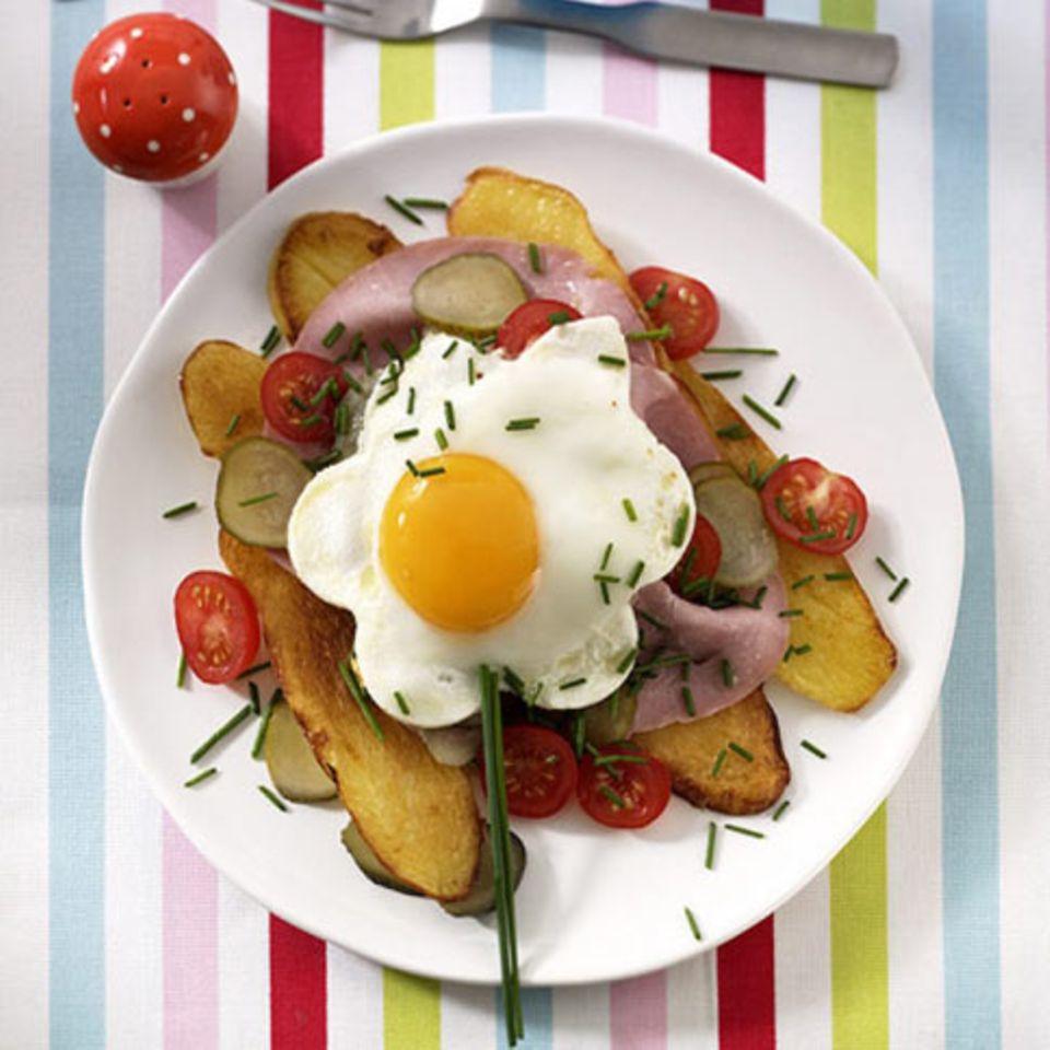 Kartoffeln und Spiegelei zum Frühstück