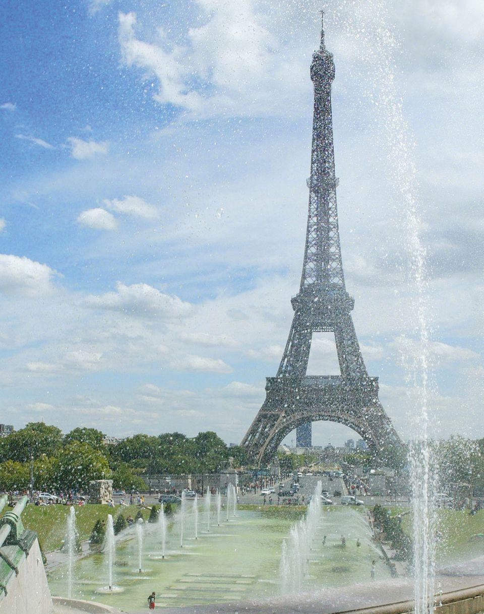 Der Eiffelturm ist das bekannteste Wahrzeichen