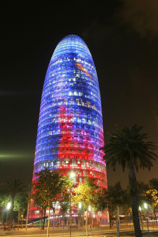 Barcelona bei Nacht: der Torre Agbar