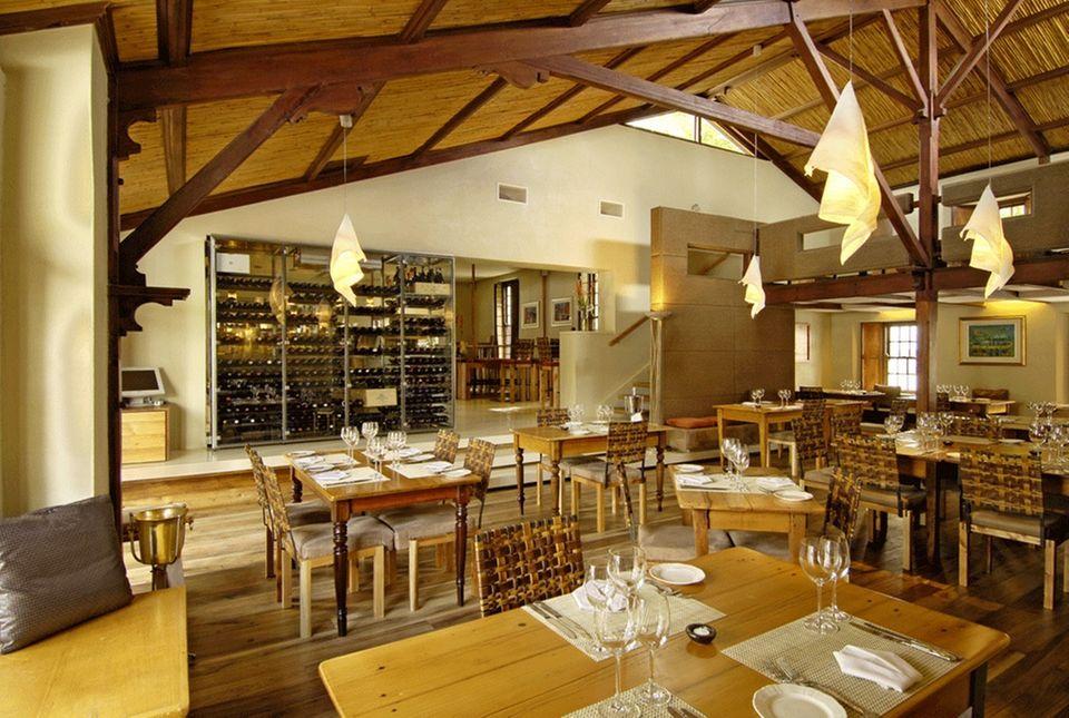 """Stilvoll: Das Interieur des Kapstädter Restaurants """"Aubergine""""."""
