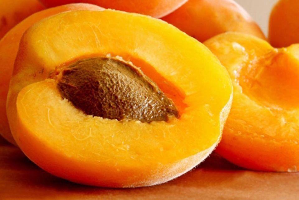 Aufgeschnittene Aprikose