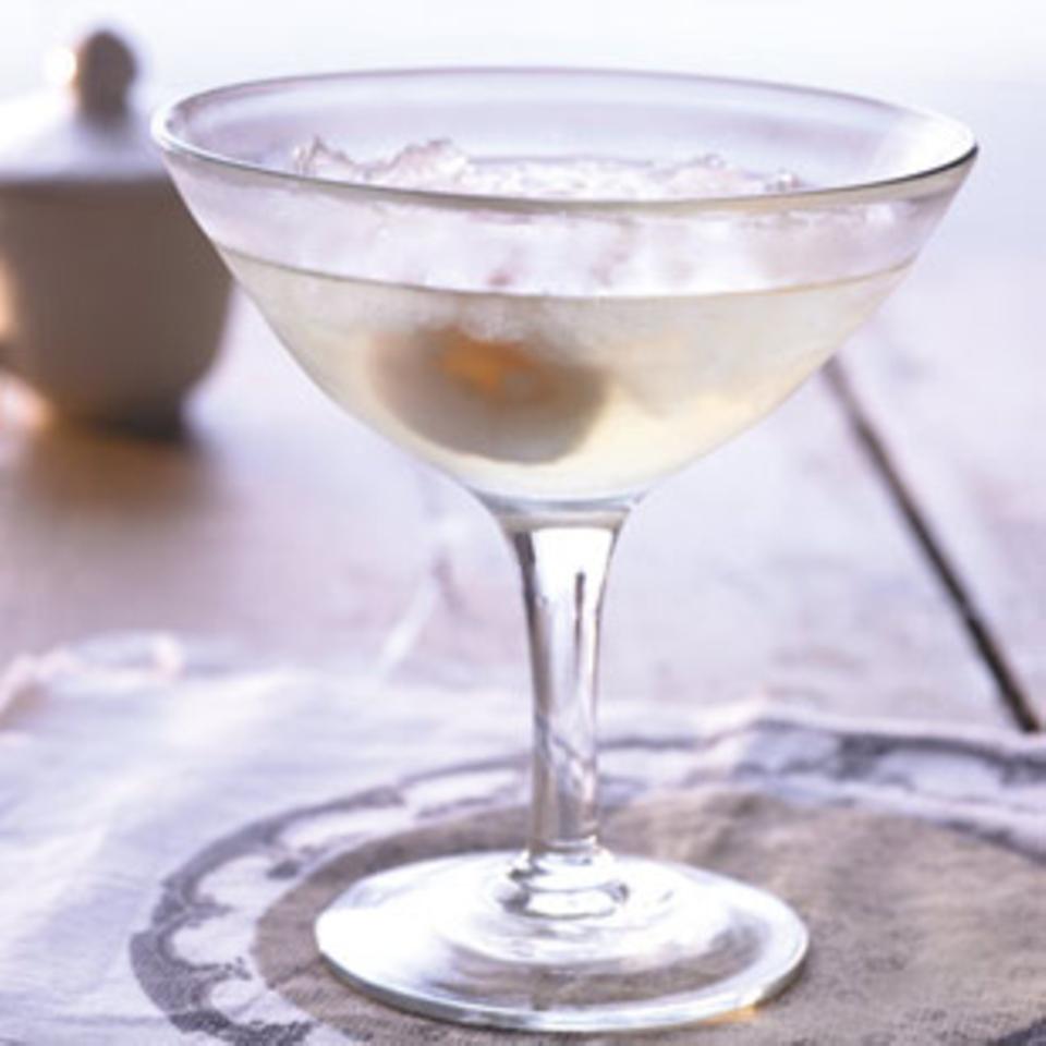 Litschis schmecken auch köstlich im Cocktail.