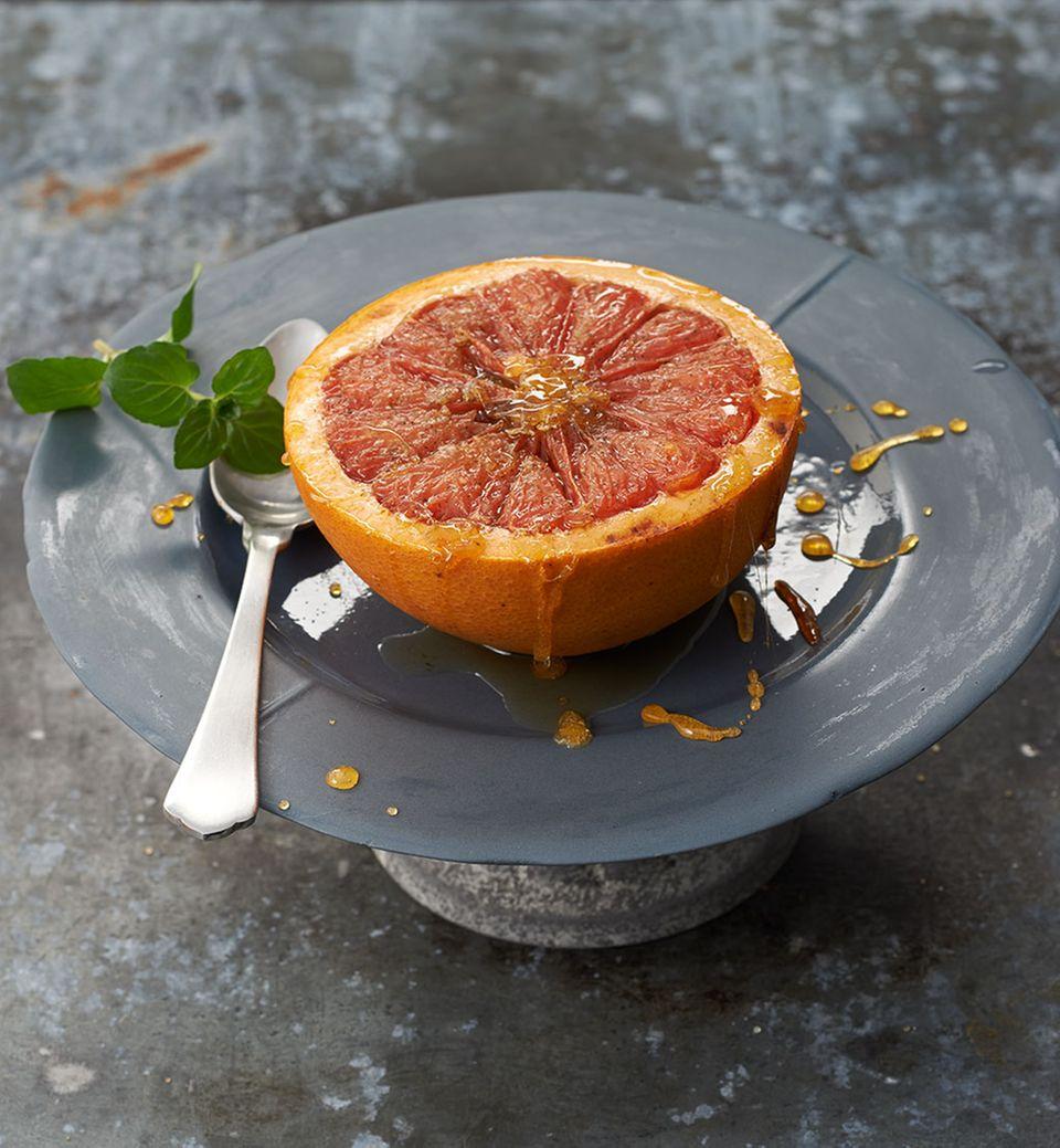 Hier versüßt Knusperzucker mit Minze das herbe Aroma der Grapefruit