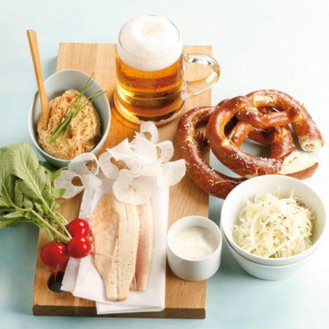 Brotzeit mit Obatzda, Brezn und Bia