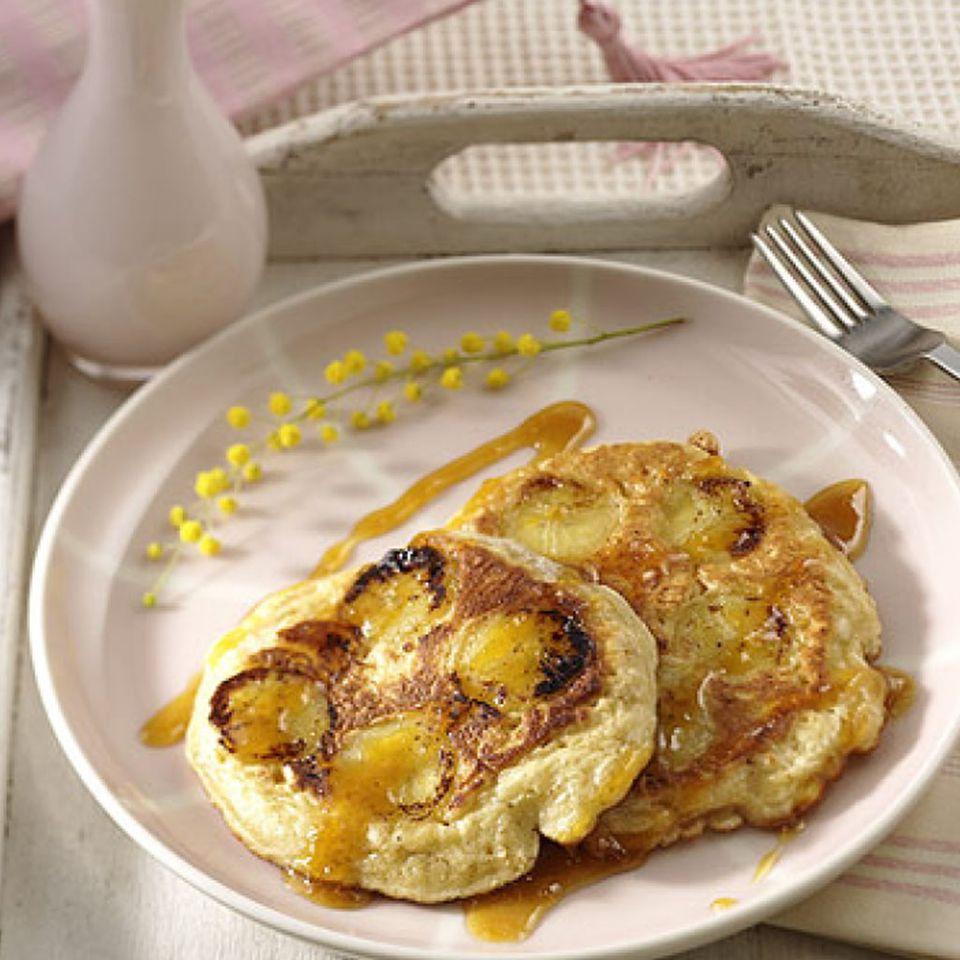 Bananenpfannkuchen mit Ahornsirup
