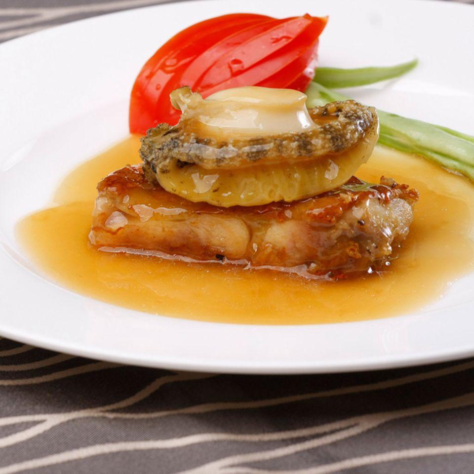 Seeschnecke (Abalone) ist in der Shandong Küche eine Delikatesse