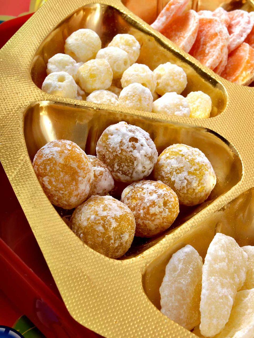 Gezuckerte Lotussamen und andere Süßigkeiten