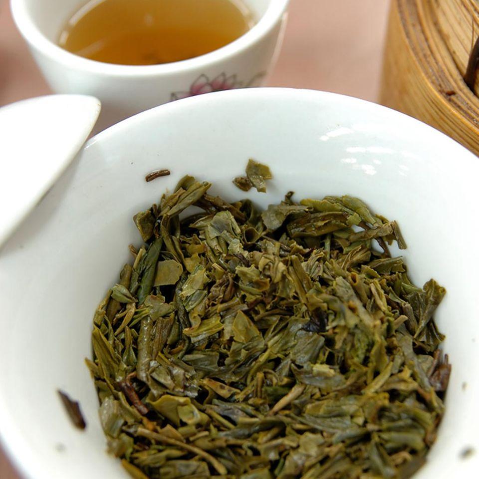 Longjing-Tee ist eine Spezialität der Zhejiang Küche