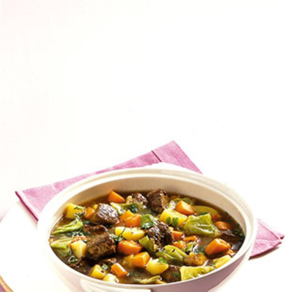 Nelken, Lorbeerblätter und Kümmel machen Stew wunderbar würzig.