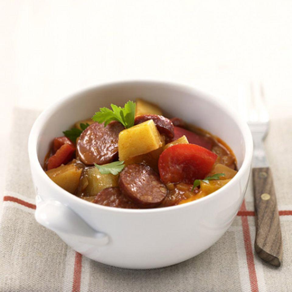 Cabanossi Gulasch: ein Eintopfgericht mit Cabanossi