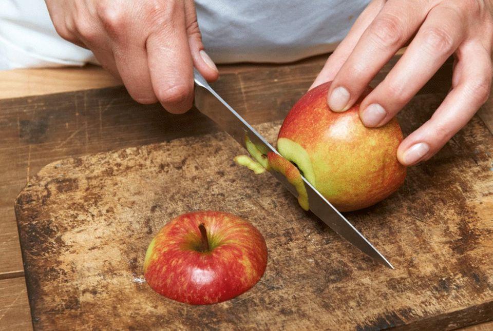 Apfel schneiden, damit sie besser stehen
