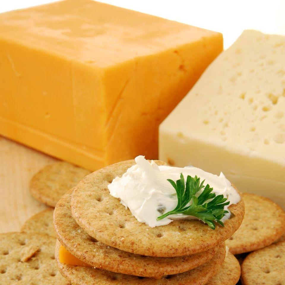 Cheddar passt gut zu Crackern.