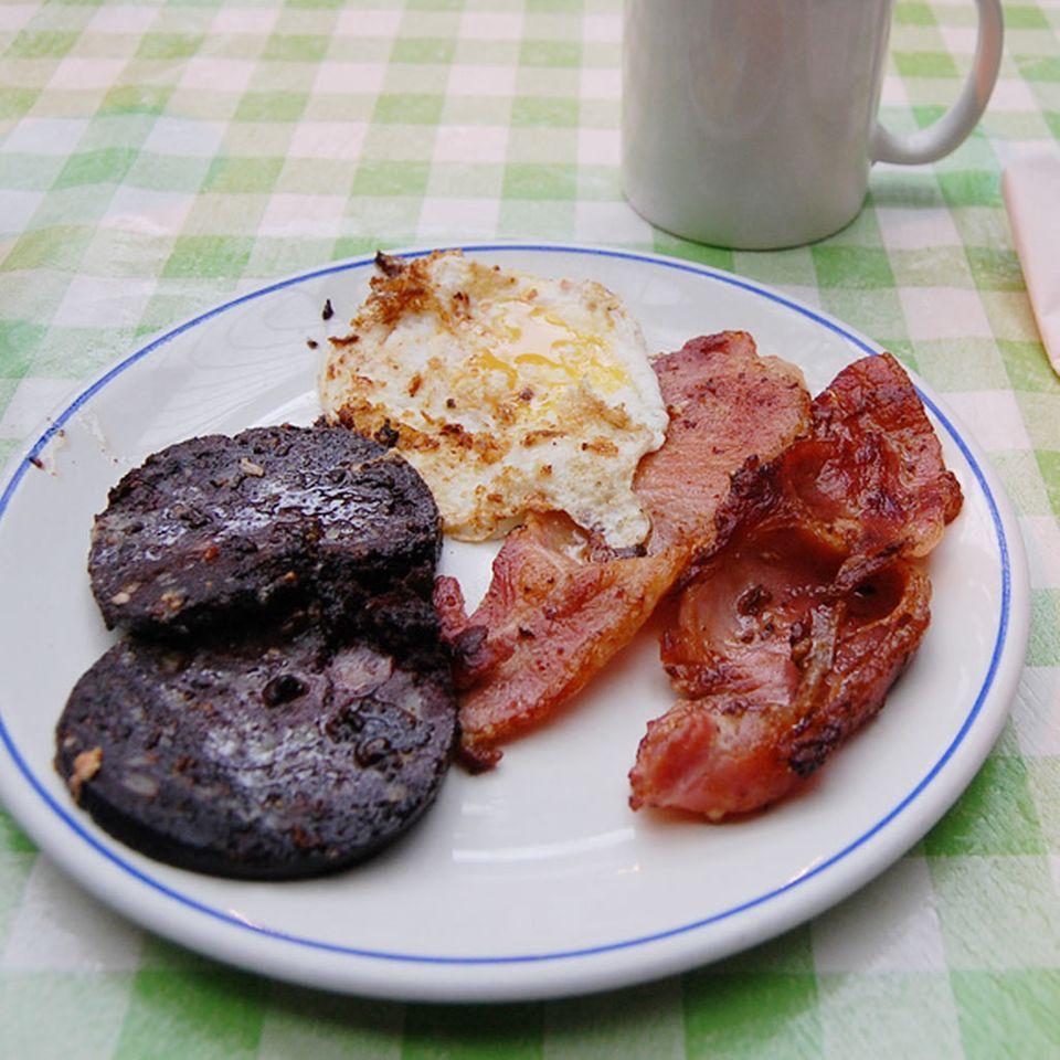 Die Briten essen Black Pudding zum Frühstück