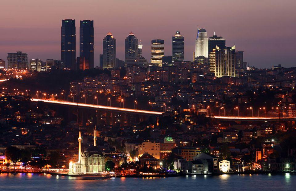 Istanbul bei Nacht: Am Bosporus liegen viele Clubs wie das Reina