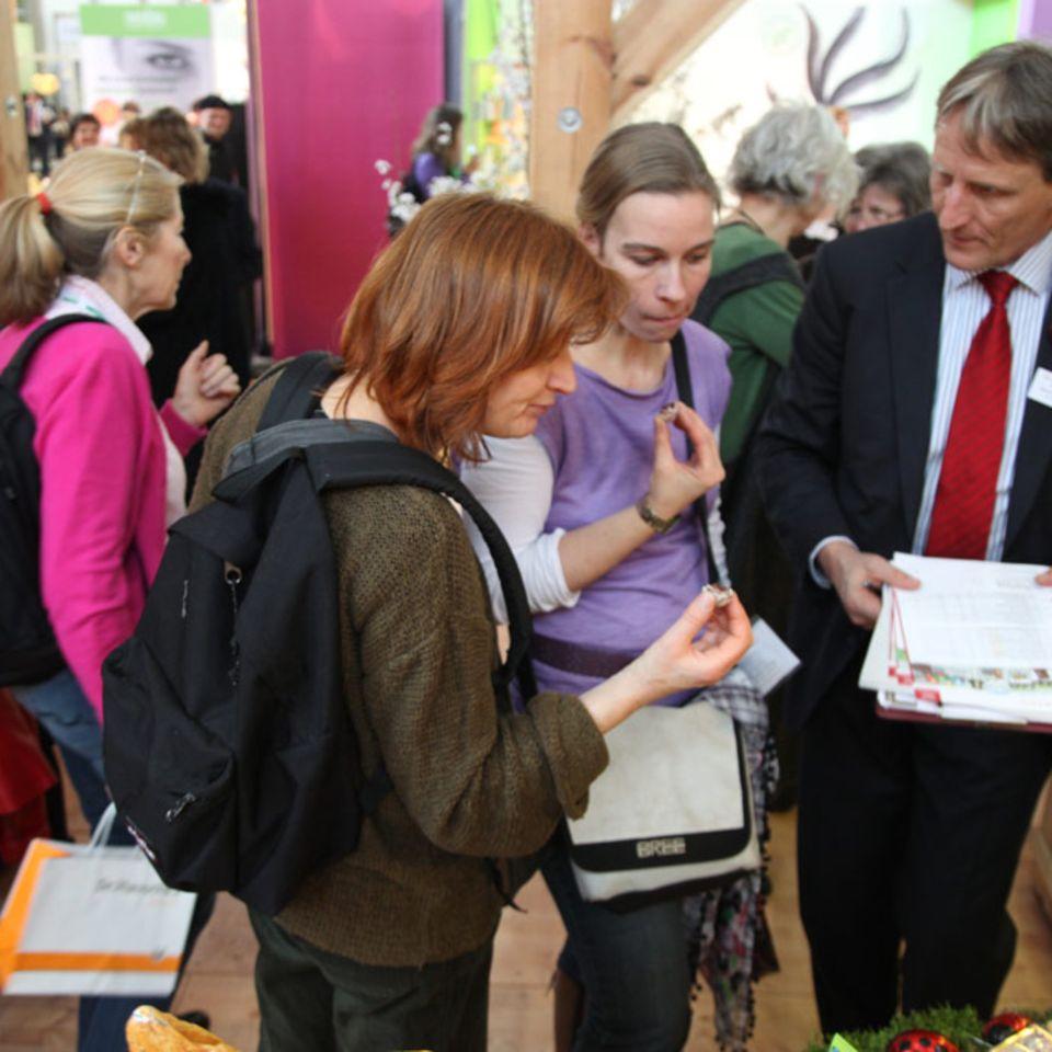 Auf der BioFach können Besucher Bio-Lebensmittel verkosten und sich direkt bei den Produzenten informieren