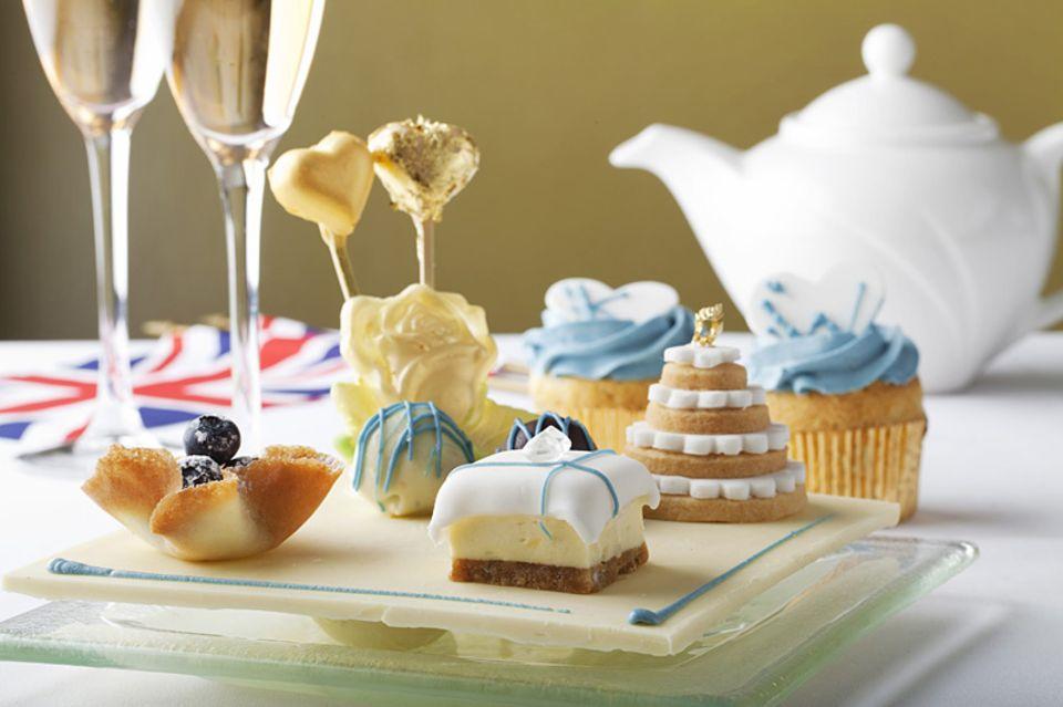 Der Sapphire Afternoon Tea erinnert mit den blauen Köstlichkeiten an Kates Verlobungsring