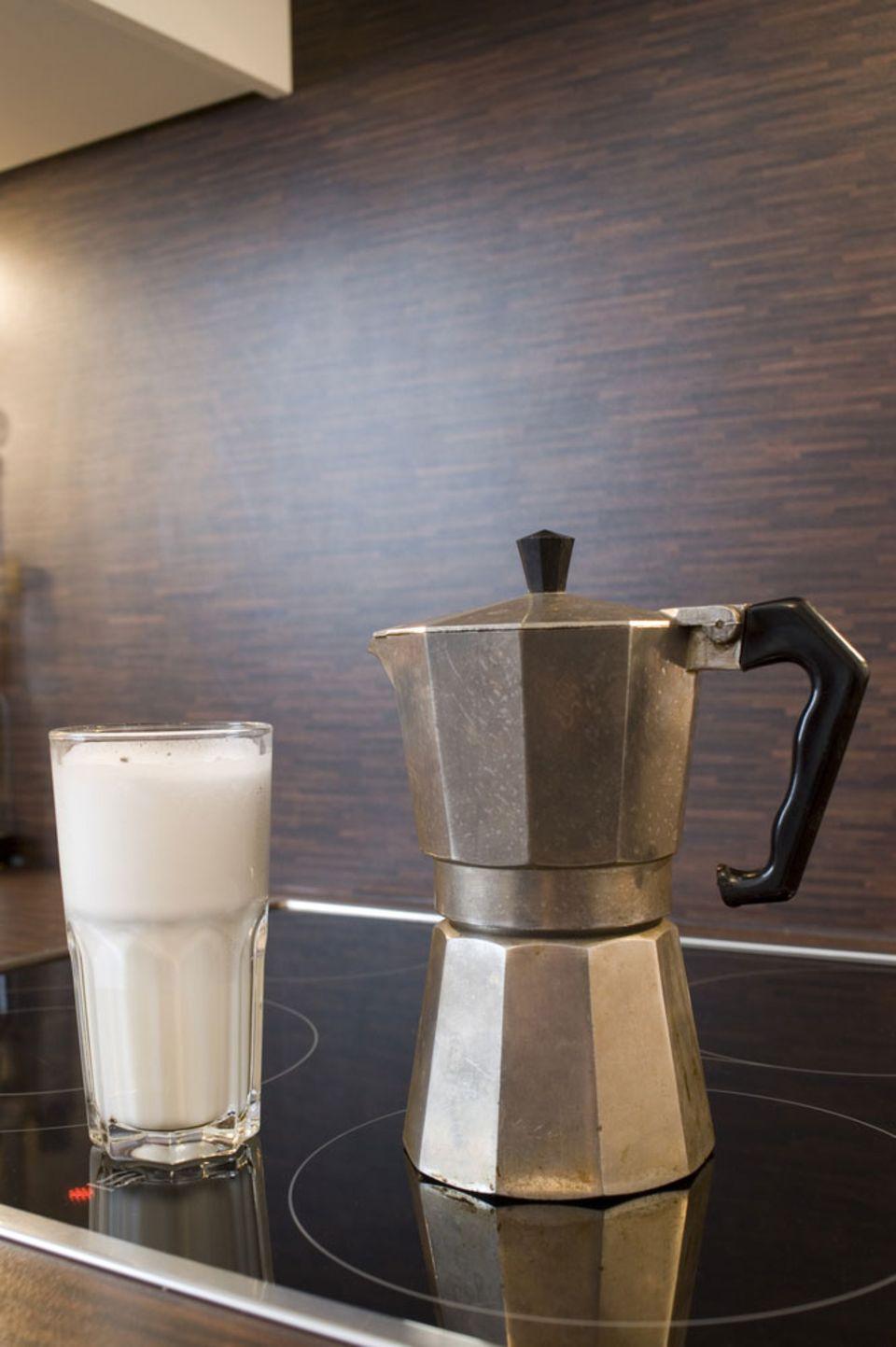 Mit einem Espressokocher lässt sich schnell Espresso zubereiten