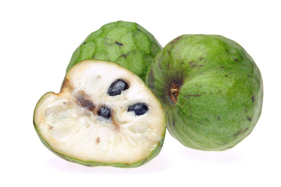 Mit Ausnahme der Kerne ist die ganze Frucht der Cherimoya essbar
